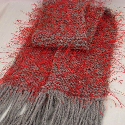 baby_llama_red_gray_knitted_scarf_french_dazzle_gold_silver_threads_748b4536-1